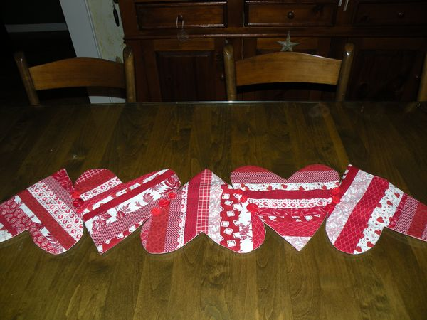 Pots and pins creativity quilts diy projects for Diy valentine table runner
